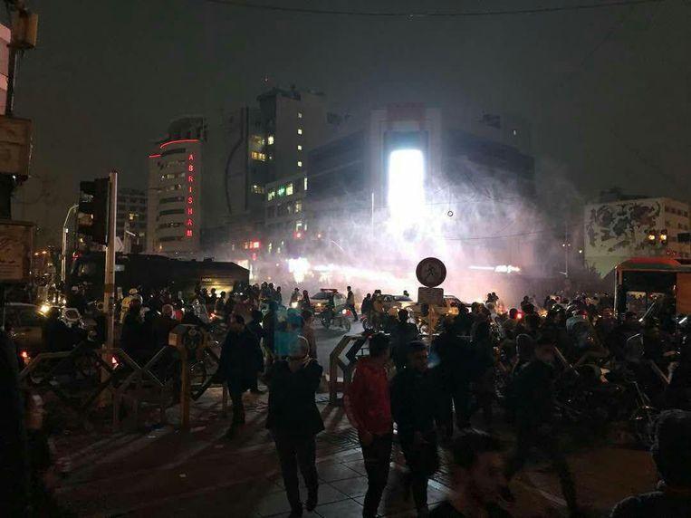 Mensen demonstreren op 31 december 2017 in Teheran.