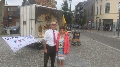 William en Myriam vrolijken marktdag op met draaiorgelconcert