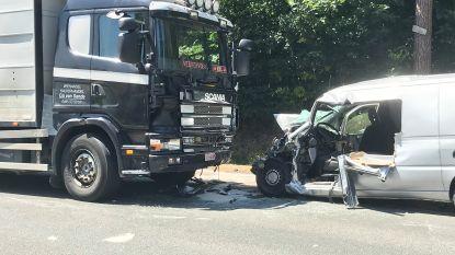 Twee zwaargewonden bij frontale botsing in Lille