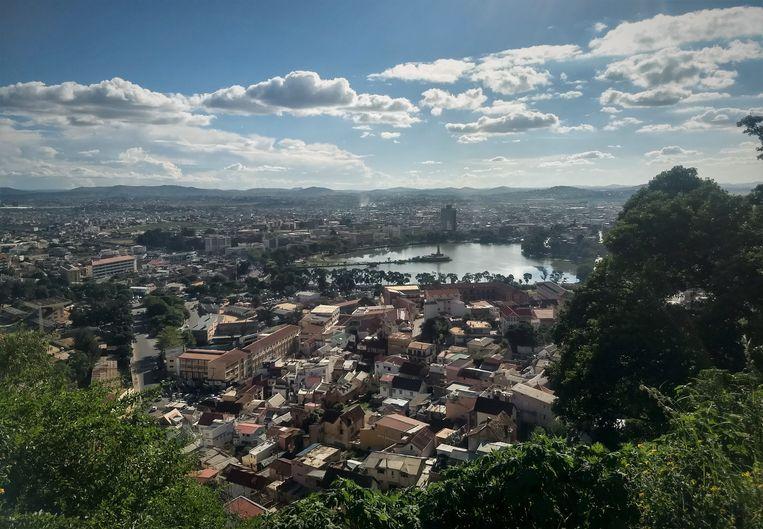Uitzicht op Antananarivo, de hoofdstad van Madagaskar. Beeld Niels Posthumus