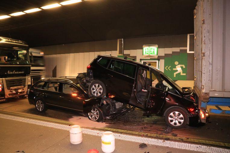 Onvoldoende afstand houden blijkt de belangrijkste oorzaak van de vele ongevallen in de zes belangrijkste Vlaamse tunnels met de Beverentunnel met stip op één.