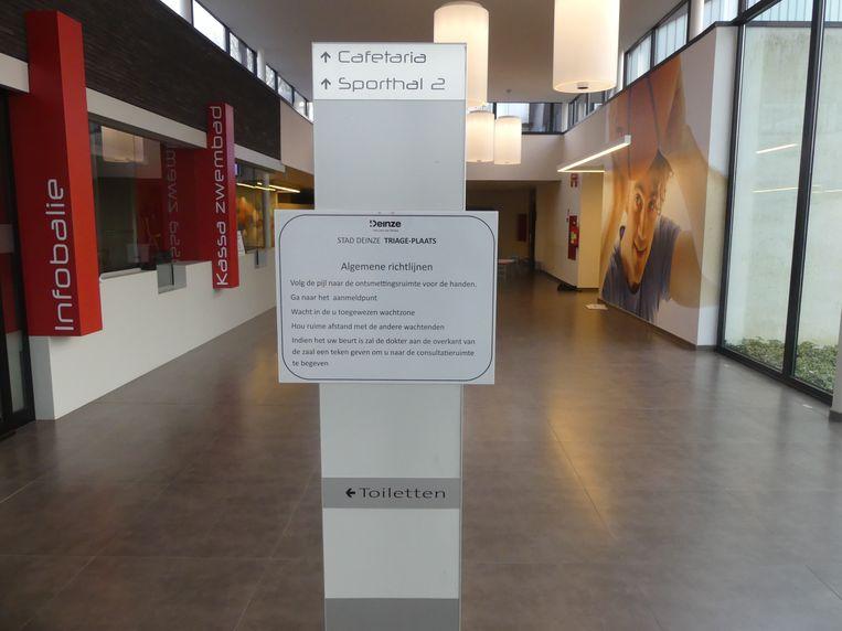 Wie de Palaestra binnenkomt, wordt wegwijs gemaakt via infoborden en een digitaal bord.