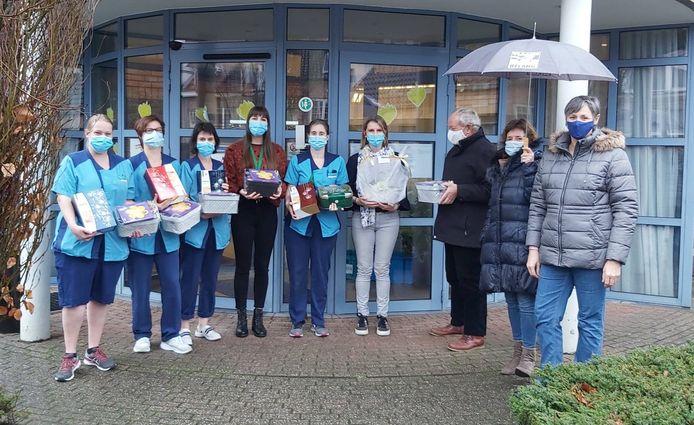 De leden van Vlaams Belang Beerse-Vlimmeren is het personeel van de woonzorgcentra Onze lieve Vrouw en Heiberg een hart onder de riem gaan steken.