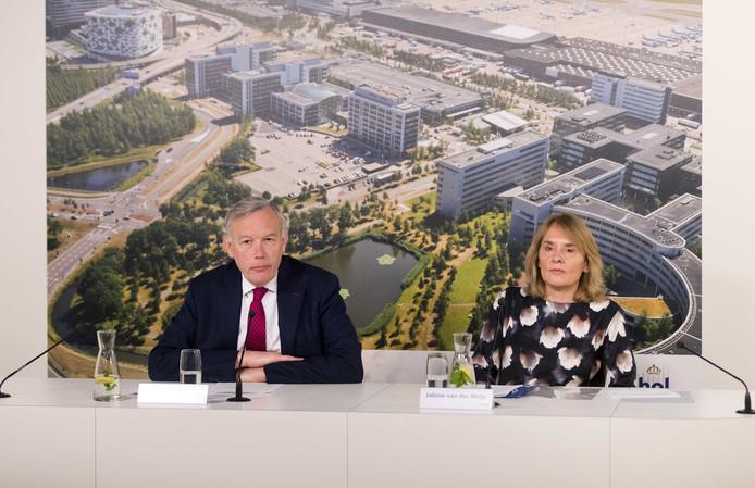 Jos Nijhuis, president-directeur van Schiphol, met financieel topvrouw Jabine van der Meijs.