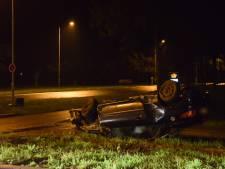 Auto slaat over de kop op Liemersweg in Doetinchem