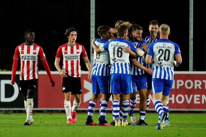 FC Eindhoven viert de tweede goal.