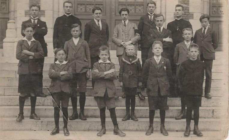 Deze generatie jonge studenten op de trappen van het college – vandaag campus de helix – richtte 100 jaar geleden KSA De Blauwvoet op.