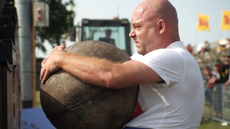 Loek Peters in De sterkste man van Nederland van Mark de Cloe. Beeld