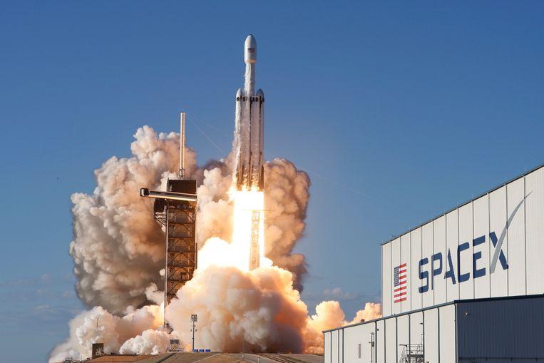 Falcon Heavy stijgt op.