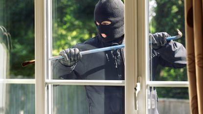 Inbrekers halen huis overhoop in Hofkensweg