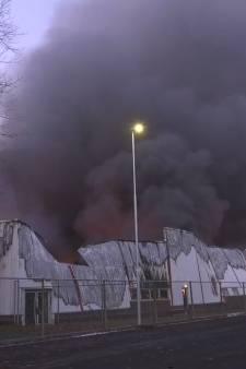 Grote brand verwoest bakkerij op bedrijventerrein in Roermond
