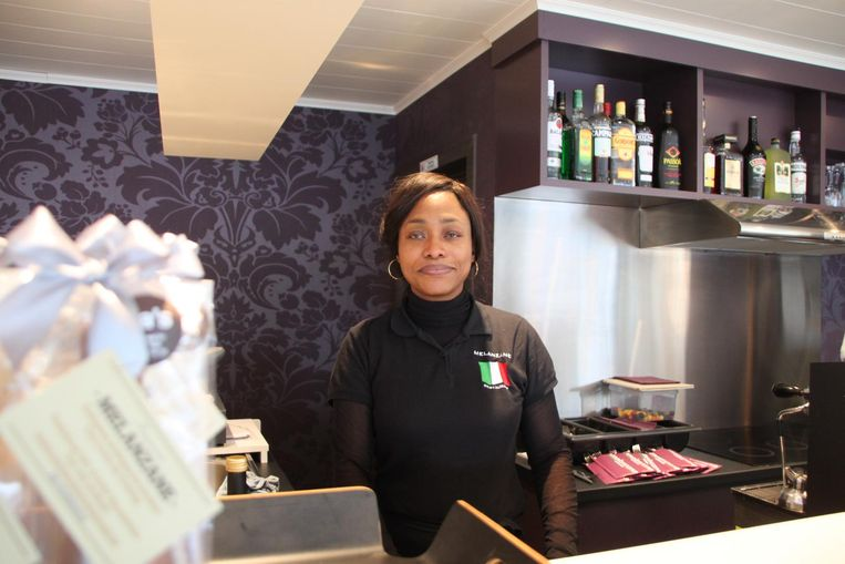 Zaakvoerster Nadine Ngalula (35) in haar restaurant Melanzane.