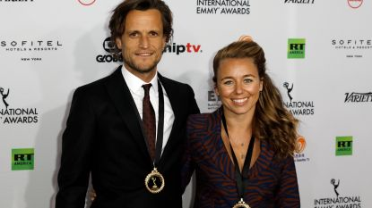 """VIDEO. 'Hoe Zal Ik Het Zeggen?' sleept Emmy Award in de wacht: """"Zo gelukkig. Dit is de belangrijkste tv-award ter wereld"""""""