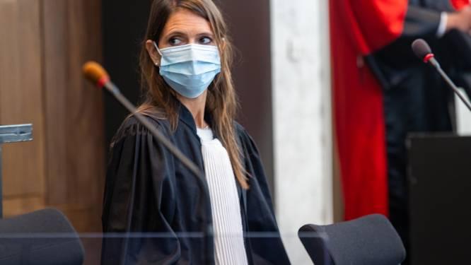 """ASSISEN. """"Hecht toch geen geloof aan al die hypotheses zonder enige vorm van bewijslast"""": Advocate moordverdachte maakt brandhout van volledig onderzoek"""