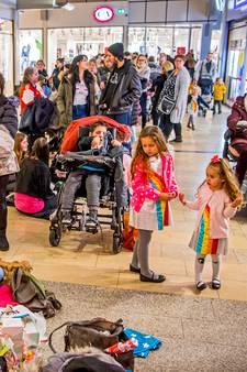Honderden kinderen teleurgesteld bij  fotoshoot K3 in Alexandrium