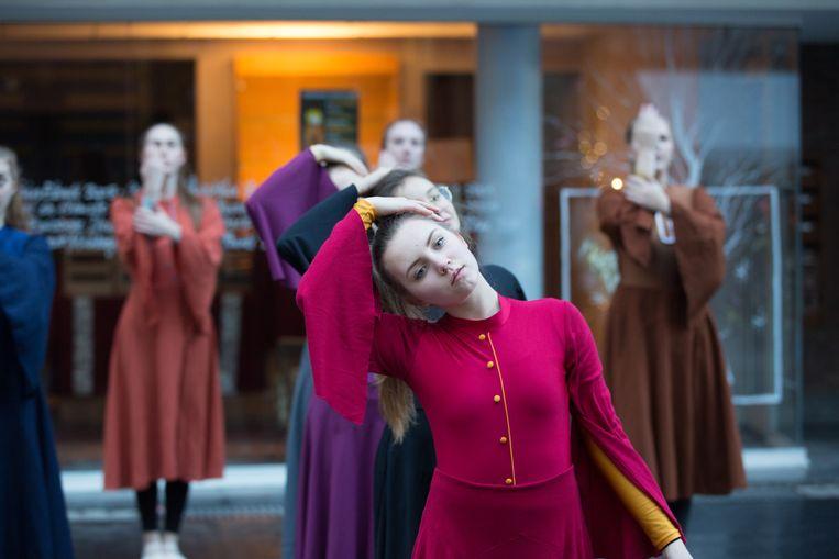 Dansgroep Imago Tijl begeleidde het vredeslicht in Tongeren