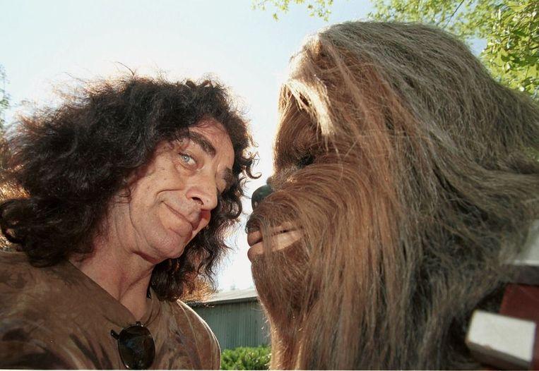 Peter Mayhew, links op de foto, en Chewbacca. Beeld ANP