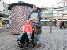 Joep (6) wijst opa en oma de weg in Veenendaal: 'Ze lijken zo op hun ouders'