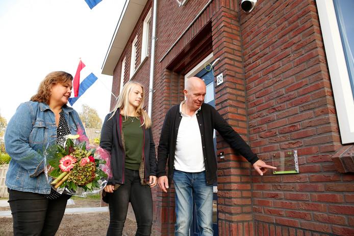 Familie Abbink bij laatste nieuwbouwwoning Borculo De Koppel