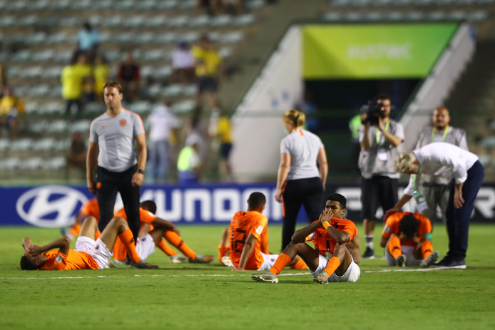 Oranje Onder-17 treurt na de strafschoppenreeks tegen Mexico.
