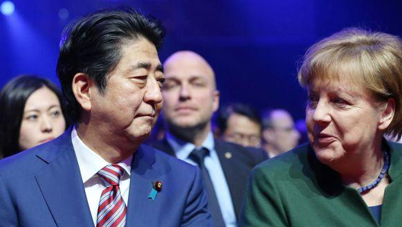 De Japanse premier Abe en de Duitse bondskanselier Angela Merkel.