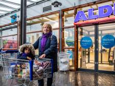 Kerstinkopen in Raalte en Deventer: drukte bij de versafdeling