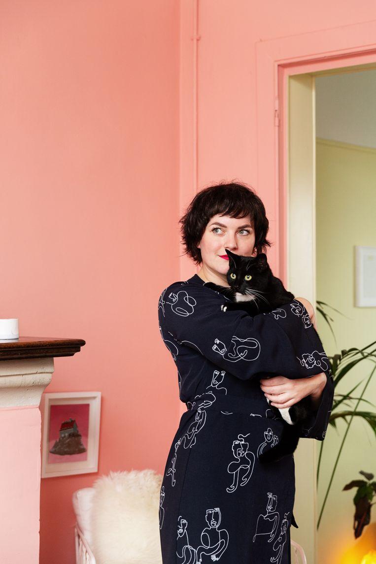 Wie is Eva Mouton? • geboren in 1987 • illustratrice en cartooniste • eeuwig verloofd met Bert • bundelde haar 'best of' in haar nieuwste boek 'Het leukste van Eva'