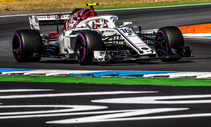 Charles Leclerc in zijn Sauber.