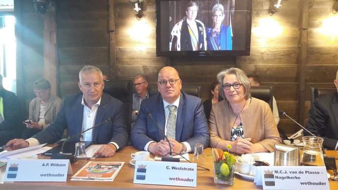 De wethouders van Borsele, vlak na hun  installatie: Arno Witkam (PvdA), Kees Weststrate (SGP/CU) en Marga van de Plasse (CDA).