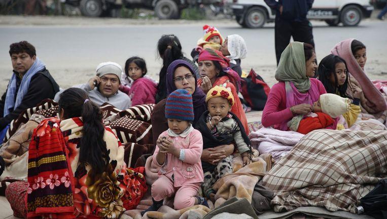 Vrouwen en kinderen hebben vannacht op straat geslapen in Nepal.