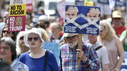 """Duizenden Schotten protesteren tegen komst Trump: """"Hopelijk kan ik hier ook wat golfen"""""""