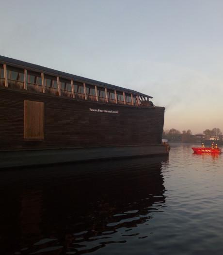 Brand in Ark van Noach in Zwartsluis