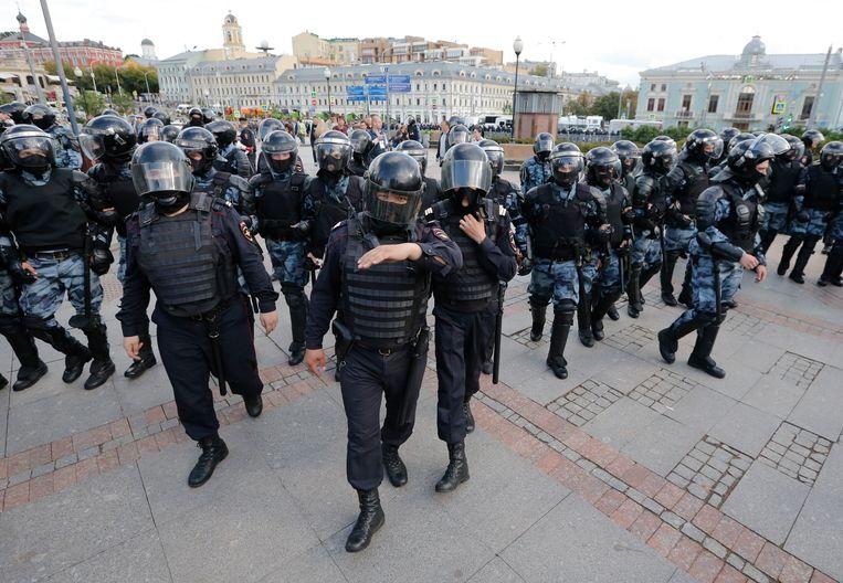 De politie blokkeert een straat in Moskou. Beeld AP