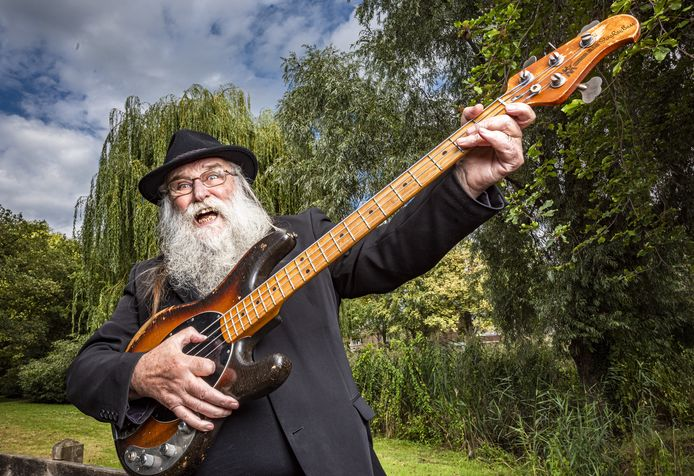 De Ruurlose zanger en bassist Hein Migchelbrink, bekend van The Spitfires, blikt terug op zijn Voice-avontuur.