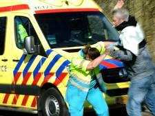 Man bedreigt ambulancepersoneel tijdens reanimatie, patiënt overleden