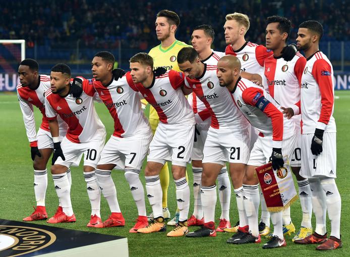 De elf van Feyenoord voor aanvang van de wedstrijd in Charkov.