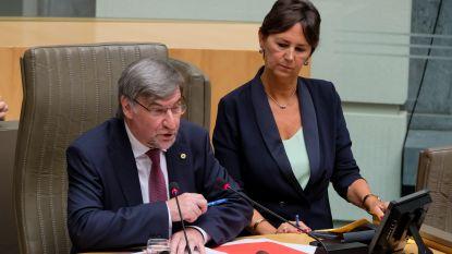 Wilfried Vandaele tot nieuwe parlementsvoorzitter verkozen, kort protest tegen Dewinter