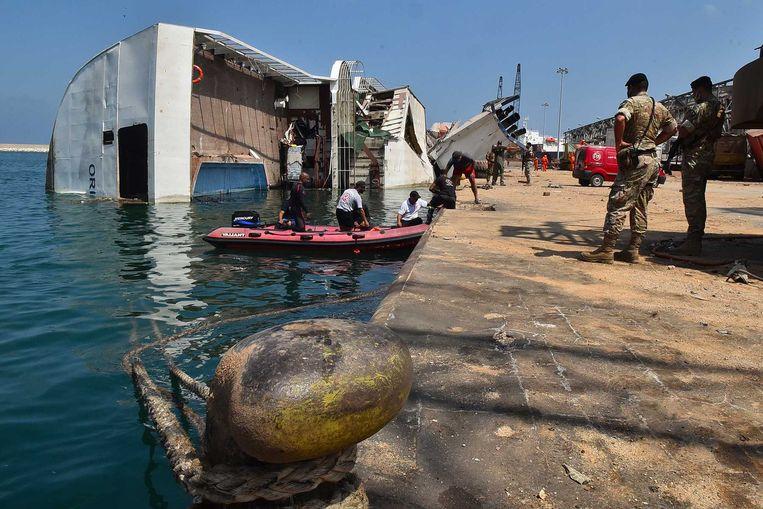 Een ravage in de haven van Beiroet. Drie dagen na de verwoestende explosie in de hoofdstad van Libanon, wordt er nog gezocht naar overlevenden. Beeld ANP