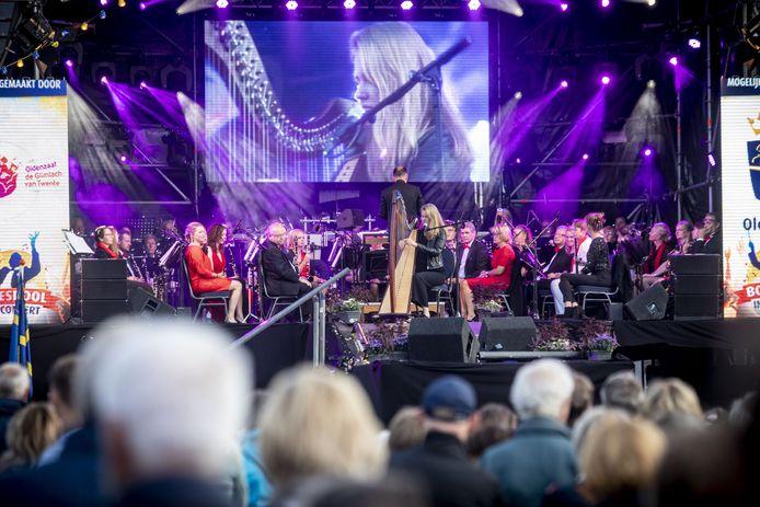 Het openingsconcert van de Boeskool is Lös met, met Anne Damink op harp.