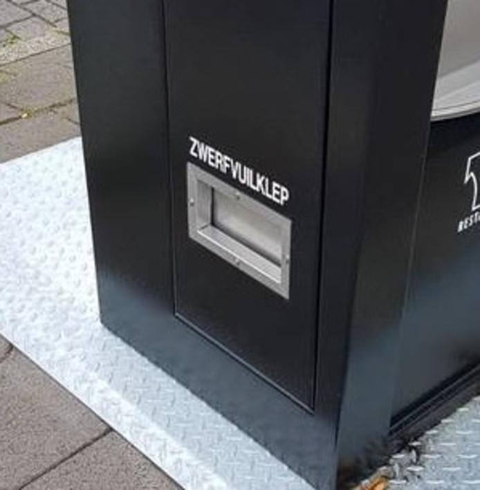 Ondergrondse afvalcontainers in Stadshagen krijgen volgend jaar een speciale klep voor zwerfafval. Met name bedoeld voor hondenbezitters, doelt de gemeente op de hondendrollen die moeten worden opgeruimd.