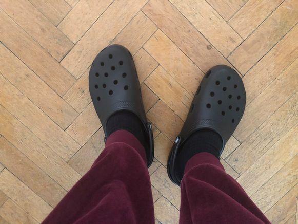 306bf244fa5 NINA summer challenge: een week lang elke dag Crocs dragen   Style ...
