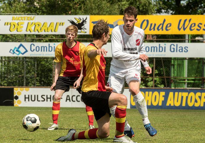 Tim Steenbreker (rechts) scoorde voor Concordia Wehl.