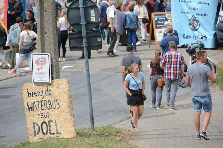 Stil protest tijdens de feesten en vooral een warme oproep voor een halte van de waterbus.