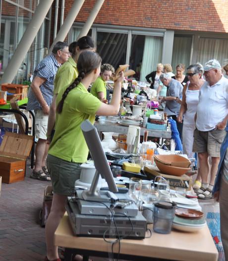 Zonnige rommelmarkt bij De Stroming in Waspik