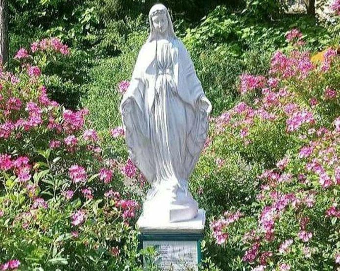De beeldenstorm die momenteel over de aarde raast, heeft ook Driebergen bereikt. In de tuin van Park Seminarie is dit weekend een Mariabeeld van haar sokkel getrokken. Binnen een paar uur stond ze weer rechtop.