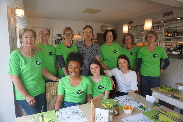 De medewerkers van Oxfam en uitbaters van Sansuniek bezorgden maar liefst 107 eters een aangename pasta-avond.