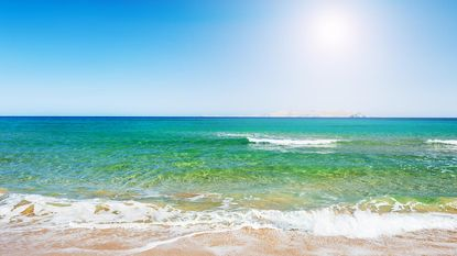 Vanuit je bed recht de zee in: 10 droomstranden waarop je de nacht mag doorbrengen