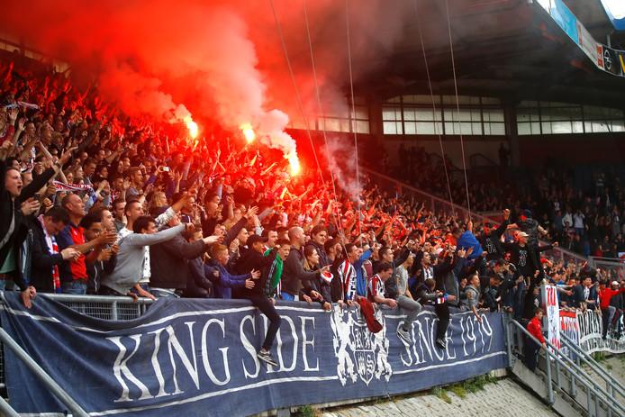 De Kingside stond vol achter de ploeg tijdens het duel met NAC.