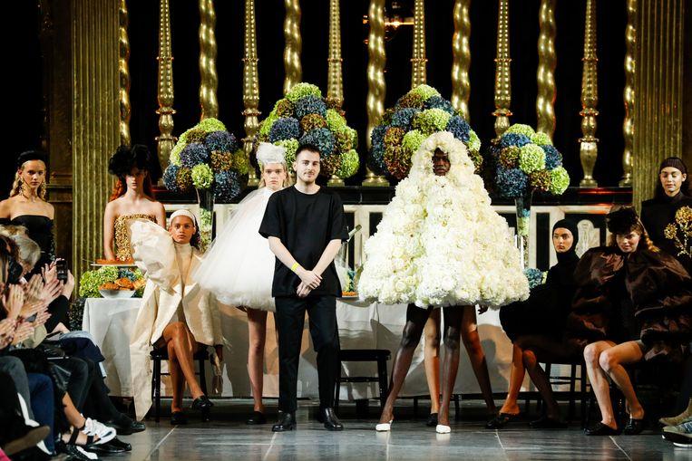 Ferry Schiffelers met modellen in zijn collectie Ladies Who Lunch. Beeld Peter Stigter