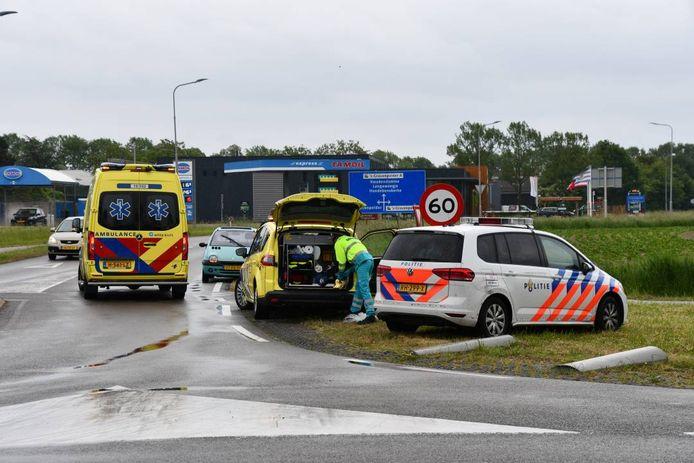 Politie en ambulance zijn uitgerukt voor een ongeval bij 's-Gravenpolder.
